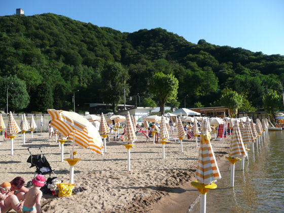 The popular Miami Beach at the south end of the lake, with deck chairs, sun umbrellas, pedalos, kayas, bar, food, and all facilities. This is a pay beach. Click for more info.