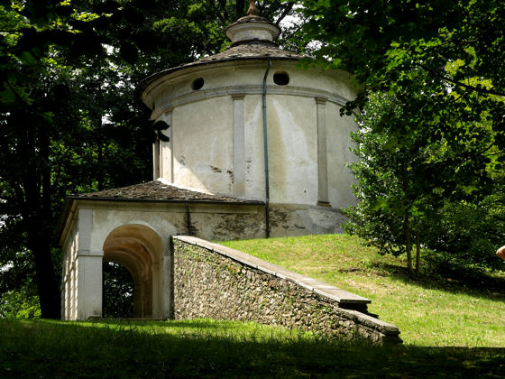 One of the many chapels of the Sacro Monte above Orta San Giulio - photo Mike Brown