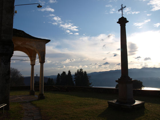 The terrace of Sant'Antonio at Vacciago, with a superb view of Lake Orta - December 2008