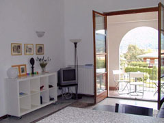 Casa Fiori: beautiful apartment in Pella - 2 minutes walk from the lake front - sleeps 4