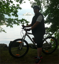 Cycling off-road along the lakeside path from the Lido di Gozzano to Pella